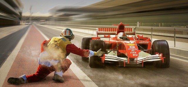 レーシングカーはレース場で性能を発揮する